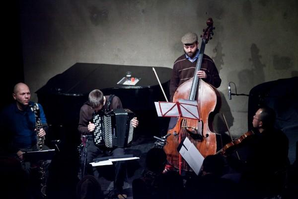 Konzert Minimal four musicians - bass clarinet, accordion, double bass, viola