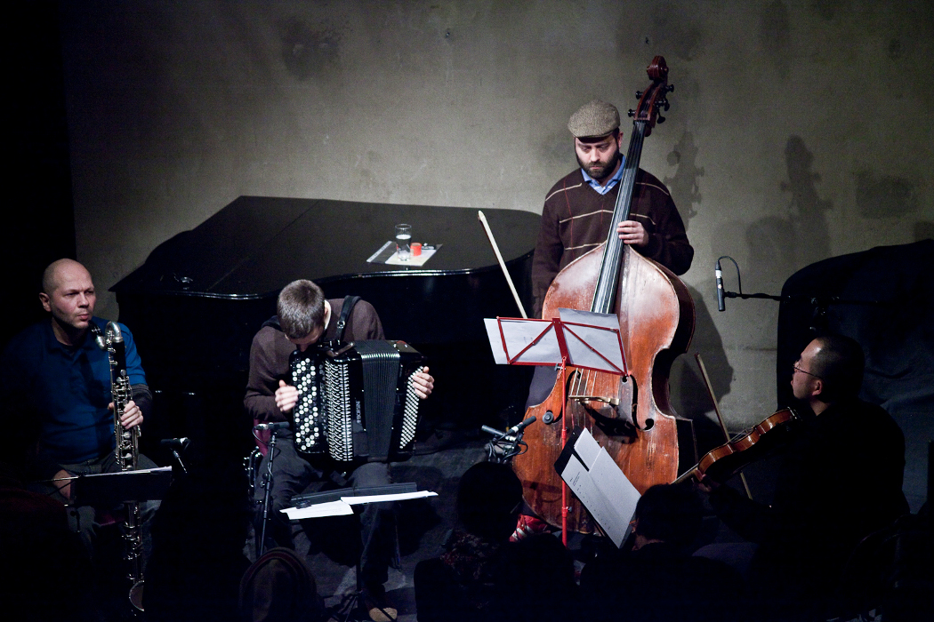 Konzert Minimal four musicians - bass clarinet, accordion, double bass, viola