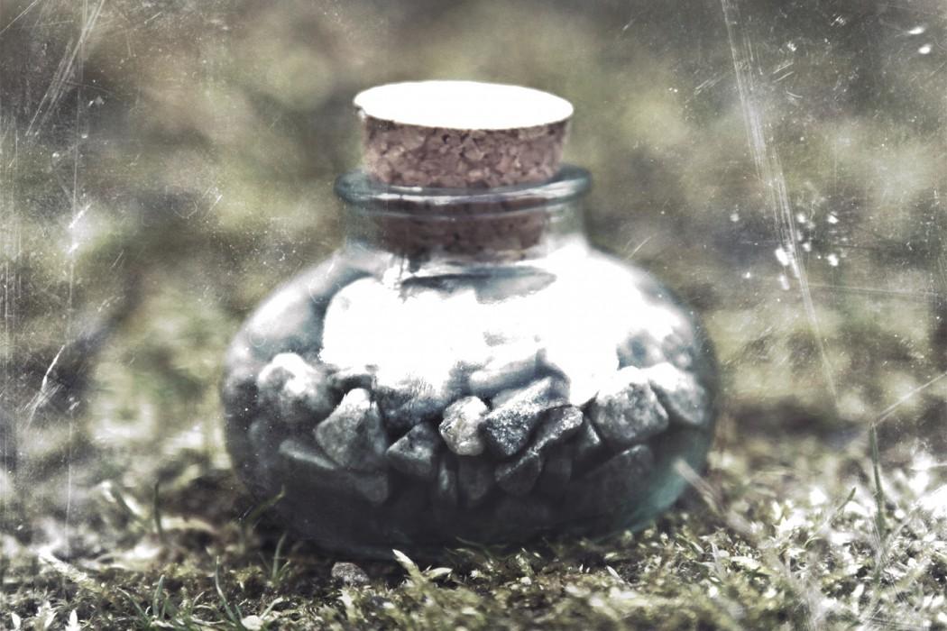Bill Seaman - F (noir), pebbles in a corked bell jar