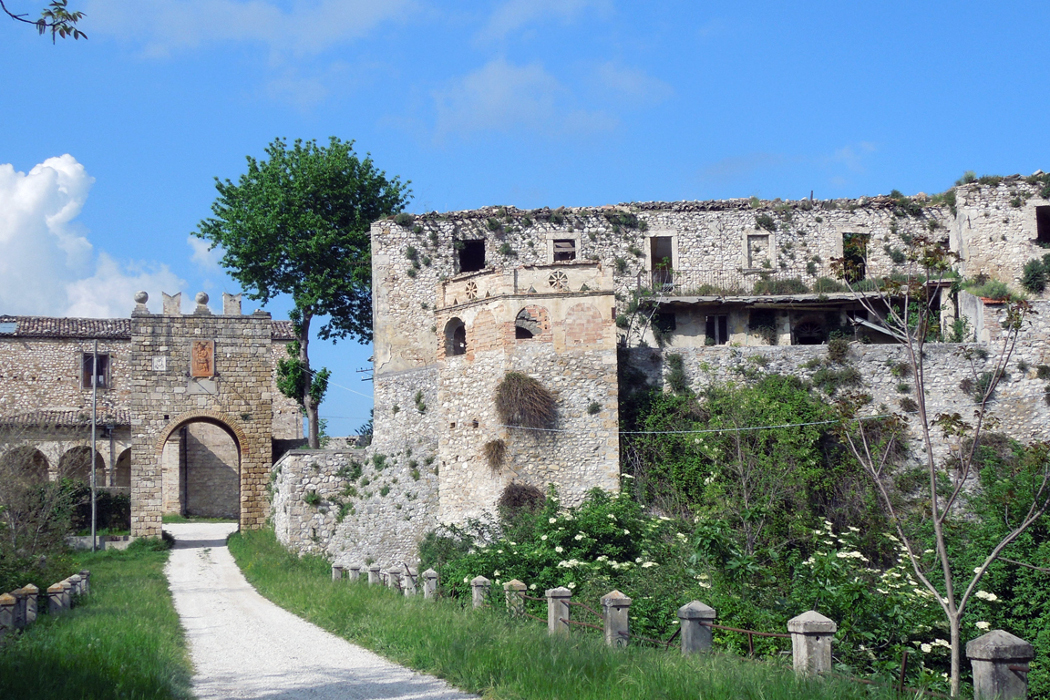 Faraone di Sant'Egidio alla Vibrata, view of mediaeval fort