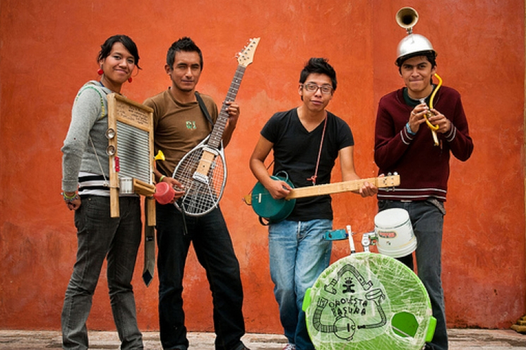 Orqesta Basura, four musicians with homemade instruments