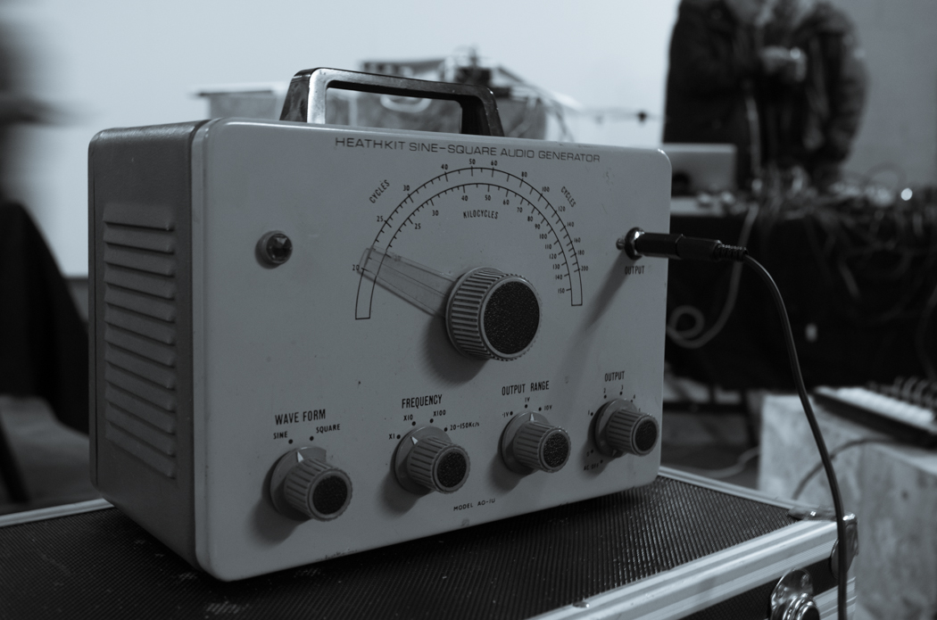 Soundkitchen November 15, old-fashioned sine wave generator