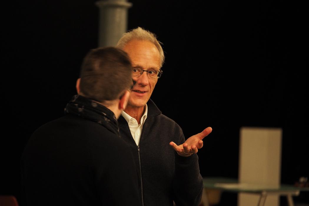 Jürg Frey - String Quartet No. 3 / Unhörbare zeit, composer explaining something to a companion in a studio