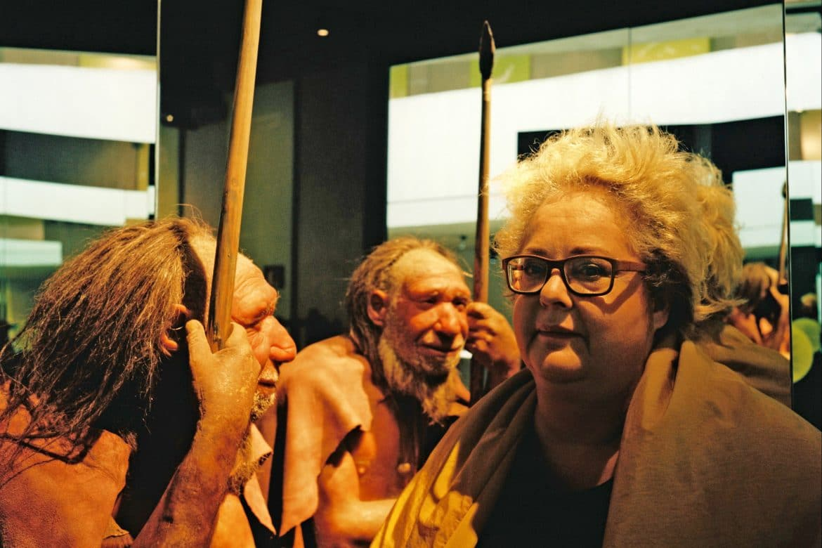 Maria de Alvear - besando el tiempo, composer stood next to two Neanderthal wax models with spears at the Neanderthal museum