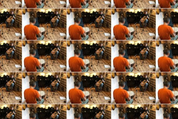 Cristián Alvear + Seijiro Murayama - Karoujite, a repeated image of the two musicians performing in the studio.